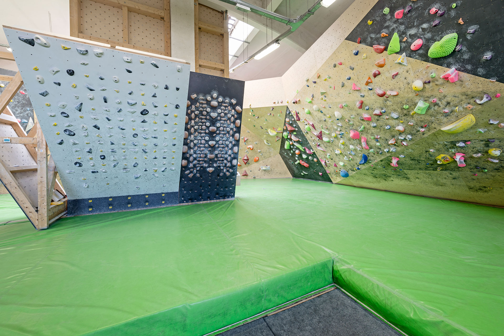 Parete Scalata Roma : Climbing arrampicata sportiva su parete artificiale viverel